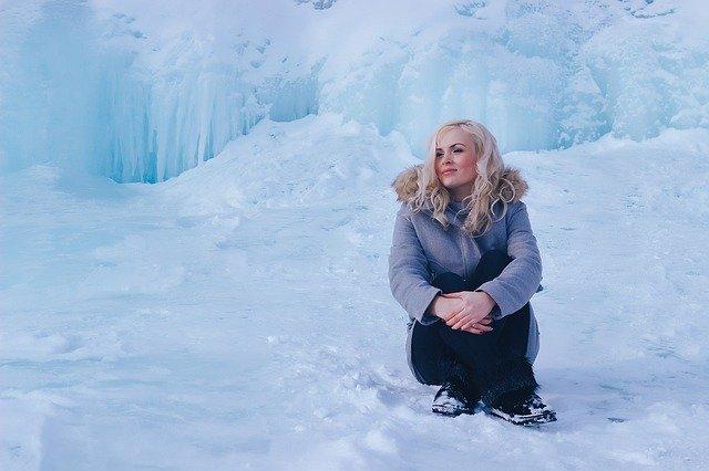 dívka v zimě