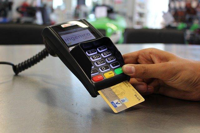 platba kartou s dostačujícím zůstatkem